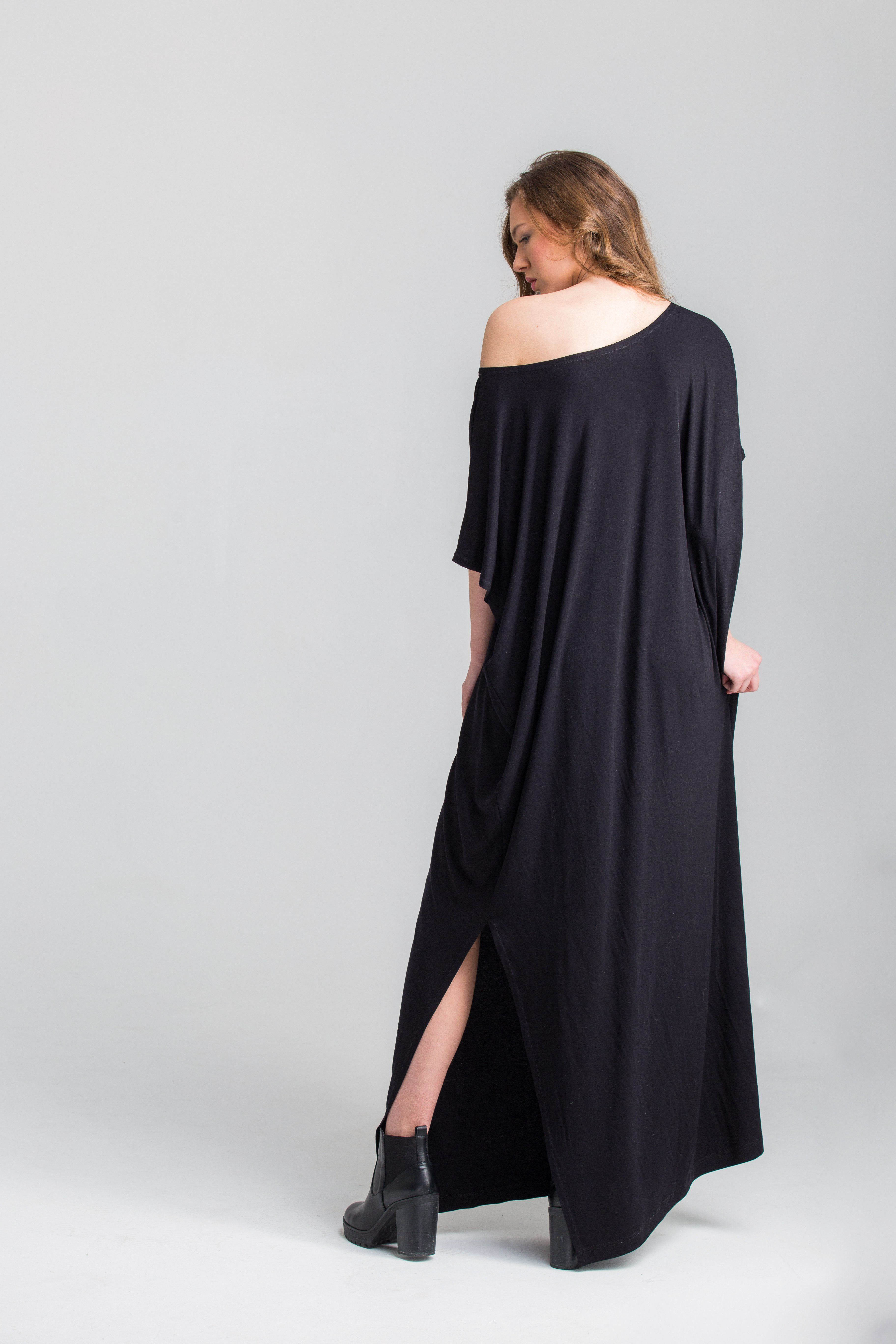 Oversized black maxi dress in oversized outfit pinterest