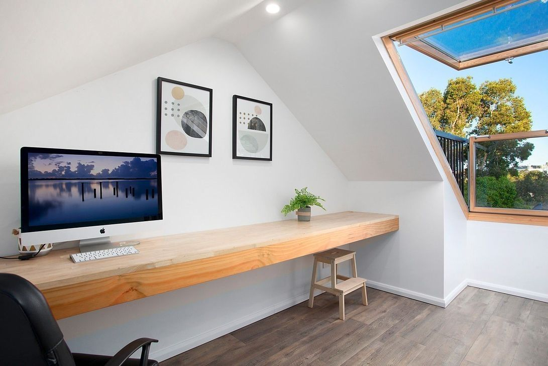 38 Fabulous Attic Home Office Design Ideas Homyfeed In 2020 Attic Renovation Attic Remodel Home Office Design