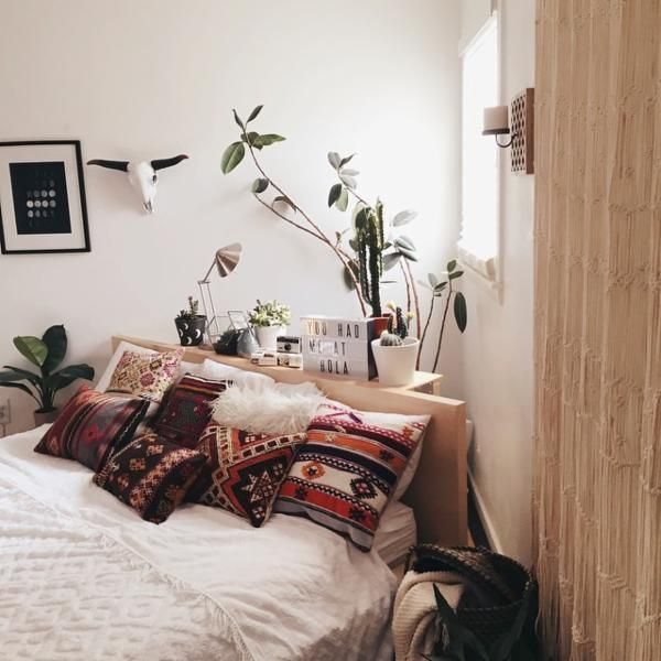 Assembly Home Shaggy Sweater Pillow  침실, 작은 침실 및 홈 데코