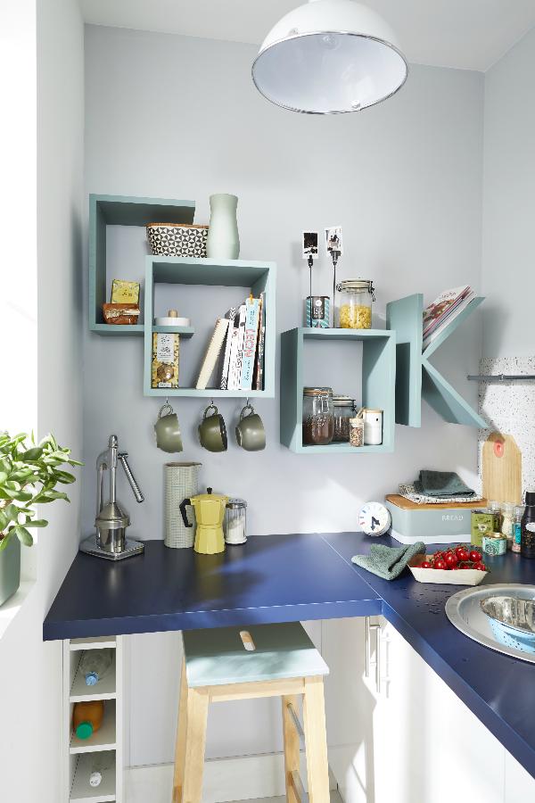 Une cuisine efficace dans un petit espace pour se cr er de la place on utilise des rangements - Creer une cuisine dans un petit espace ...