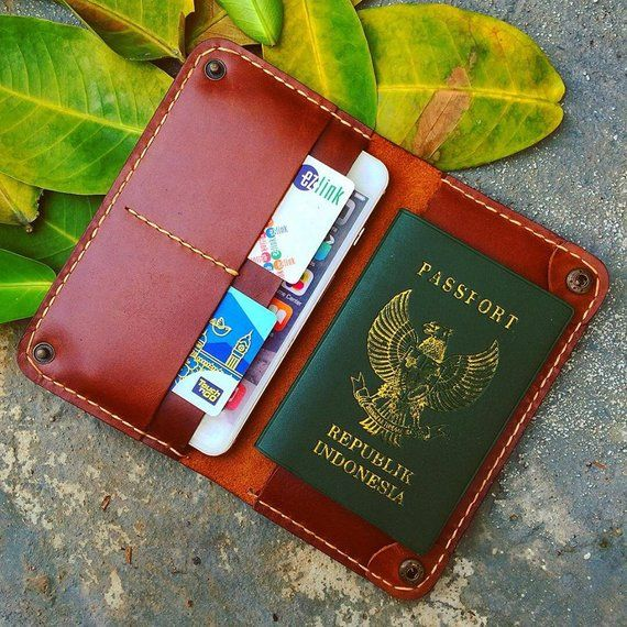 elegant travel Wallet for iPhone and Passport Deri ve