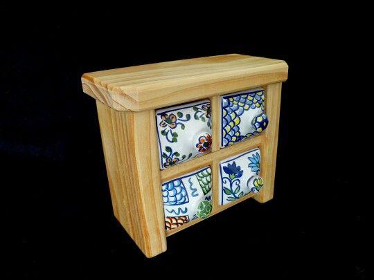 Gavetero de ceramica y madera