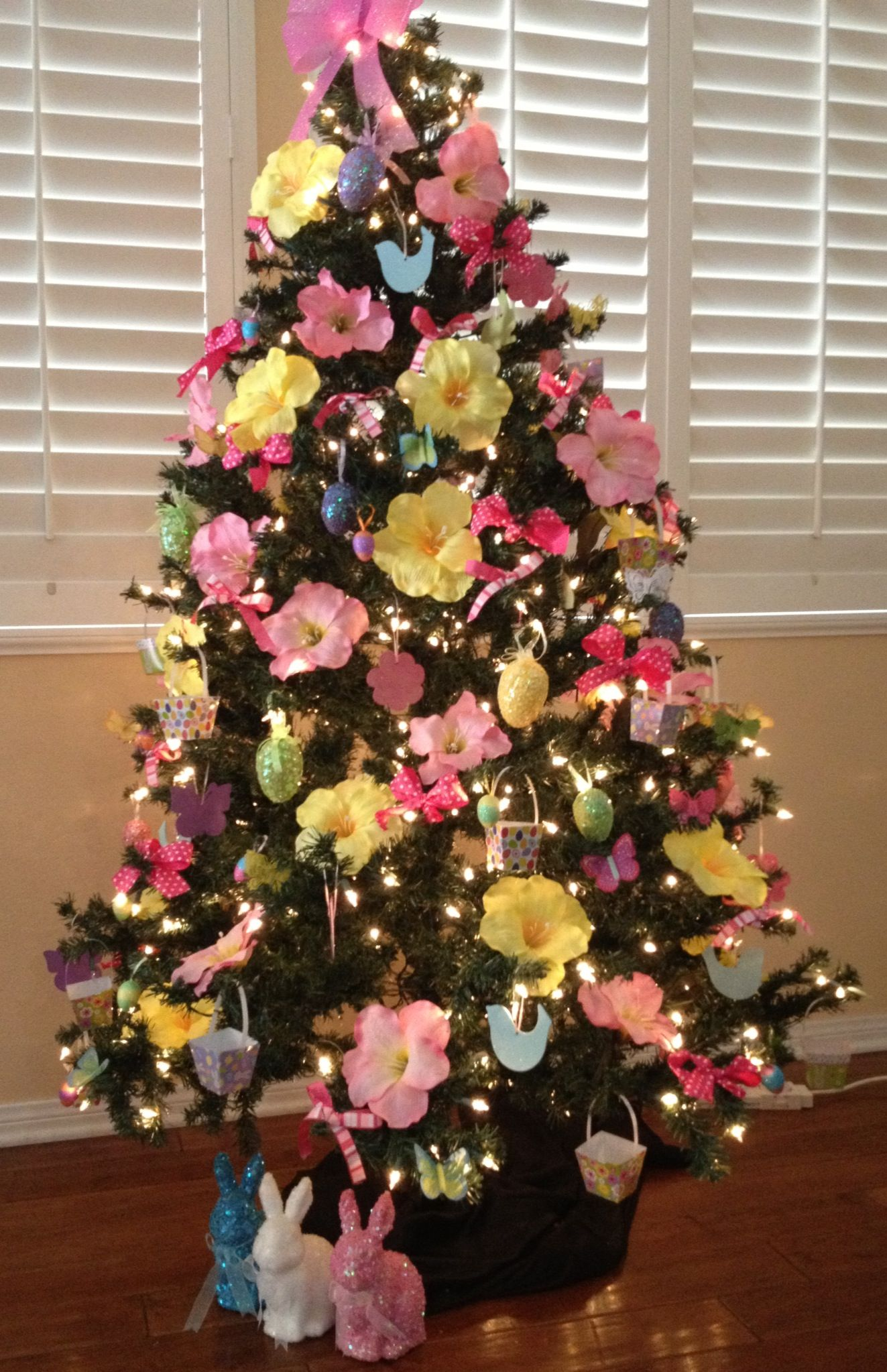 Just The Flowers Not Necessarily The Colors Spring Tree Decorations Easter Tree Ornaments Holiday Tree Decorations