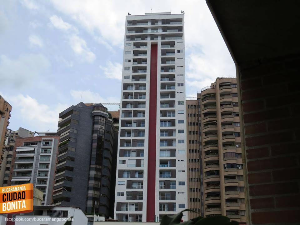 Qué tanto conoces Bucaramanga y su área metropolitana ? Dinos como se llama este edificio... Gracias Miguel Angel Suárez (https://www.facebook.com/miguel.a.suarez.56) por compartir tus fotos con nosotros.