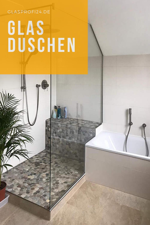 Moderne Badgestaltung Mit Glas Duschabtrennung In 2020 Badezimmer Dachschrage Grosse Badezimmer Badezimmer Gestalten