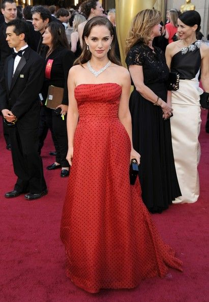 natalie portman at the 2012 oscars. stunningly beautiful.