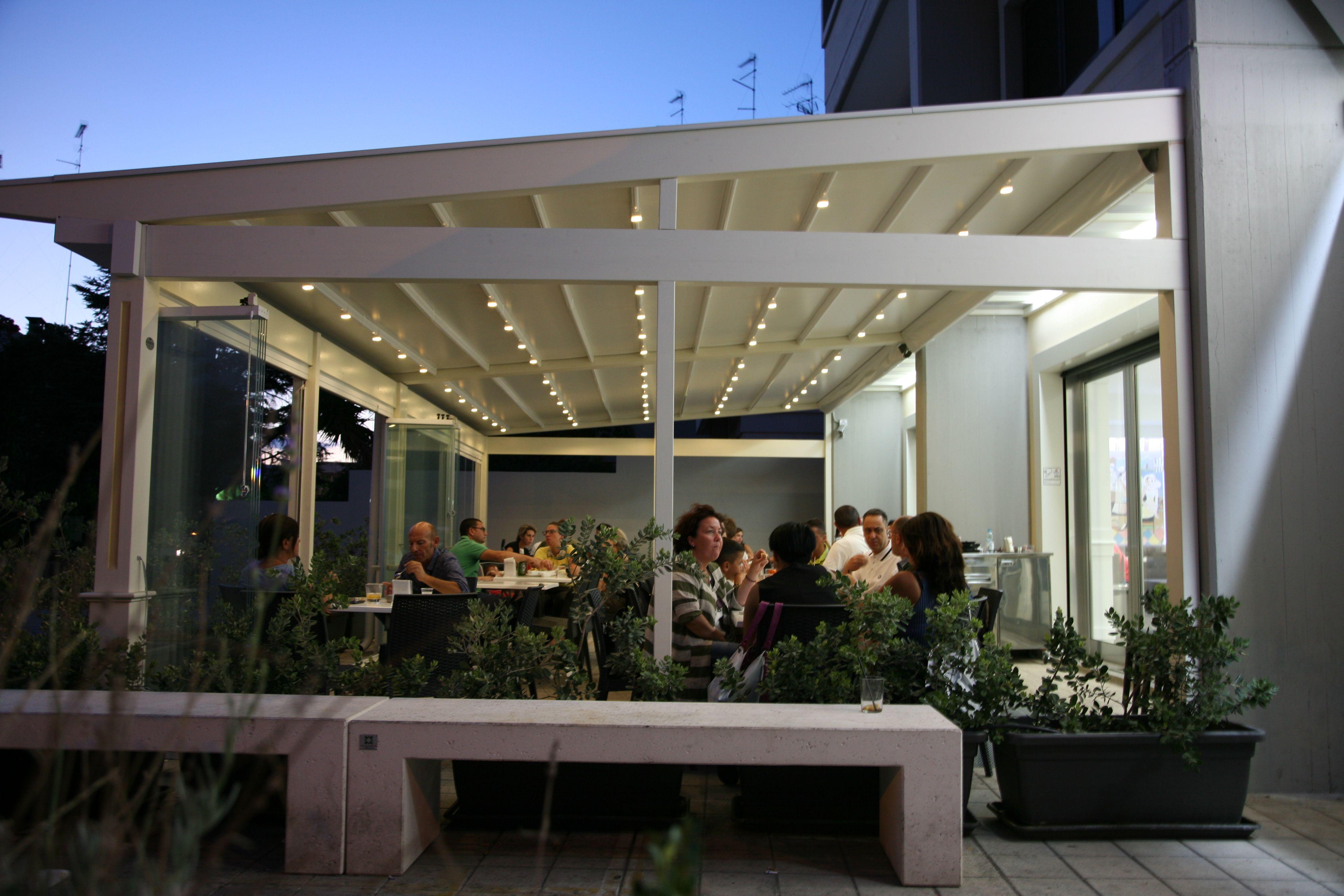 Pergotenda e vetrate panoramiche per il tuo ristorante