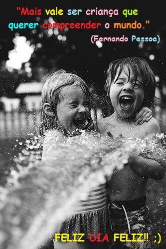 Ser criança é ser abençoado!!... É quem se doa sem exigir nada em troca. É quem tem o sorriso fácil e não descarrega no próximo sentimentos amargos. É quem continua sol mesmo em dias escuros, que distribui carinho apenas com um olhar. Quem não julga a opinião alheia por ser diferente da sua. É quem consegue sem muitas palavras, surpreender com o que há de mais bonito, a simplicidade.