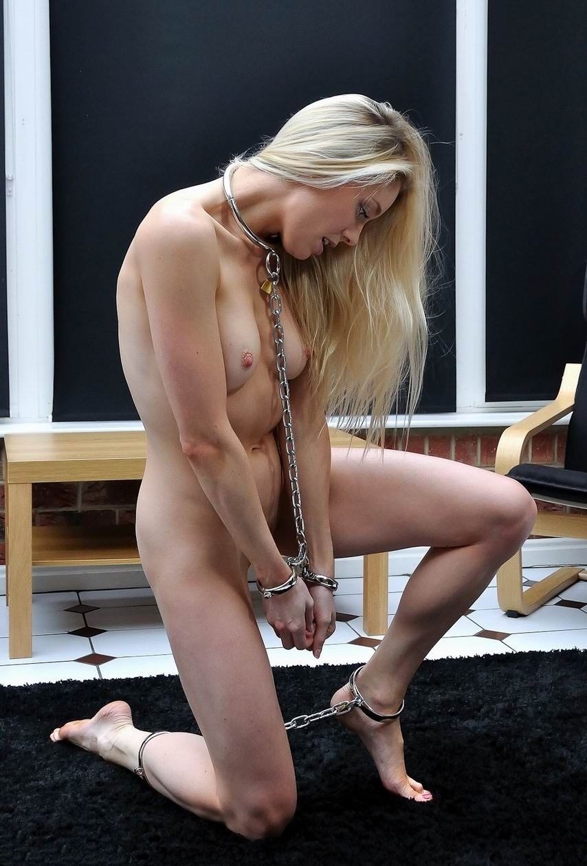 naked-girls-in-cuffs