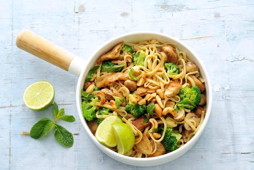 Kijk wat een lekker recept ik heb gevonden op Allerhande! Noedels met broccoli, cashewnoten en vegakip