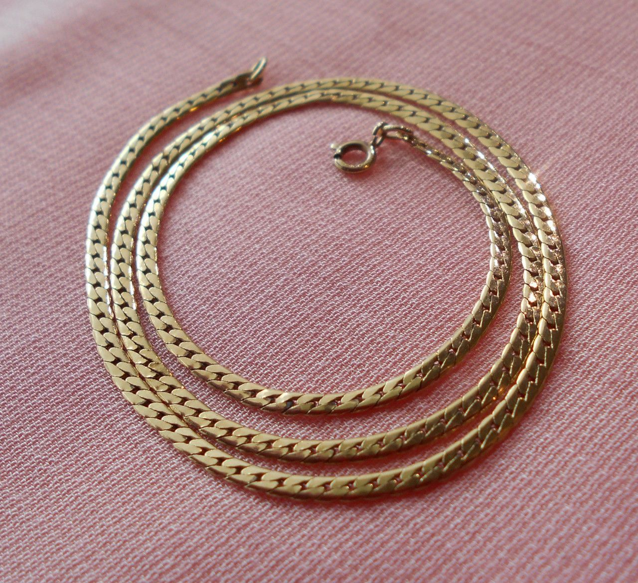 "14K Solid Gold Flat Chain Necklace Herringbone 2.2 mm 4.4 gm 16.25"" Vintage https://t.co/XyJgCBEM33 https://t.co/HJKpUnBuS7"