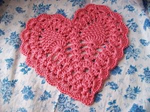 An elegant #crocheted heart like this one is great for #Valentine's Day.