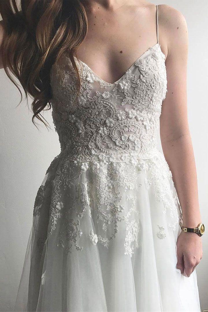 Romantic Wedding Dresses | itakeyou.co.uk #weddingdress #bridalgown #bridaldress #wedidnggown #ballgown #romantic