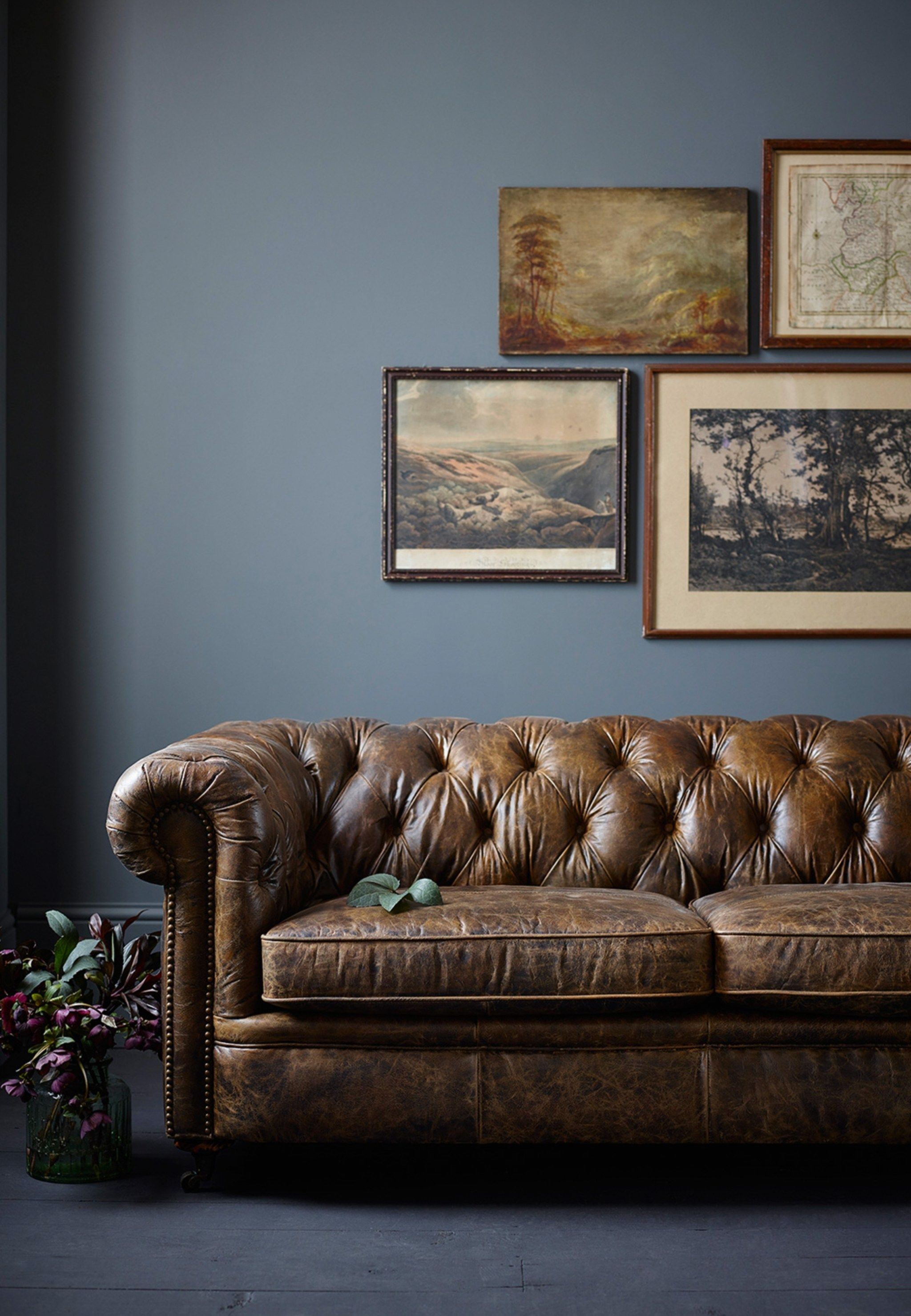 Vintage leather chesterfield sofa chesterfield - Chesterfield sofa living room ideas ...