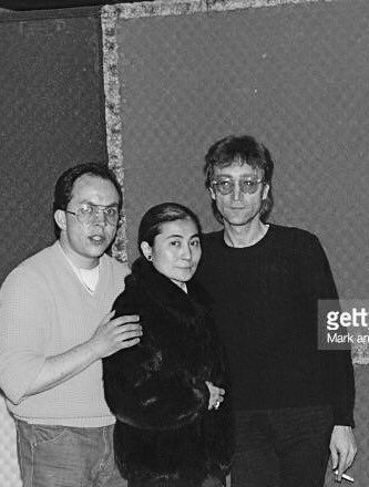 Poignant Andy Pebbles Poses For A Photo With John Lennon And Yoko Ono Before Their 1980 Interview Two Days Later Was Shot Dead