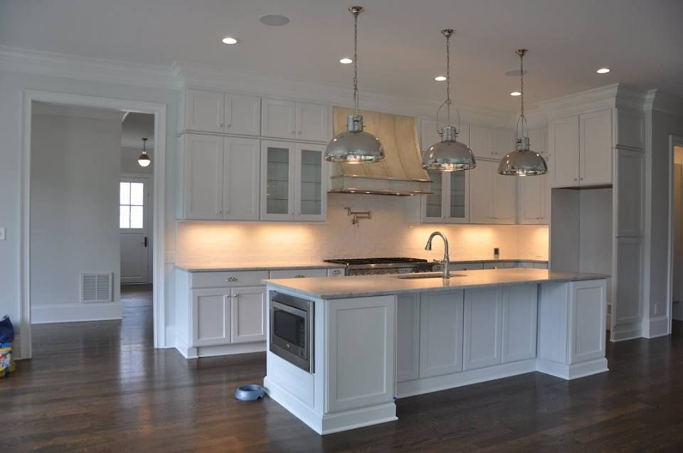 Builder's Crown Molding with cabinets to the ceiling ...