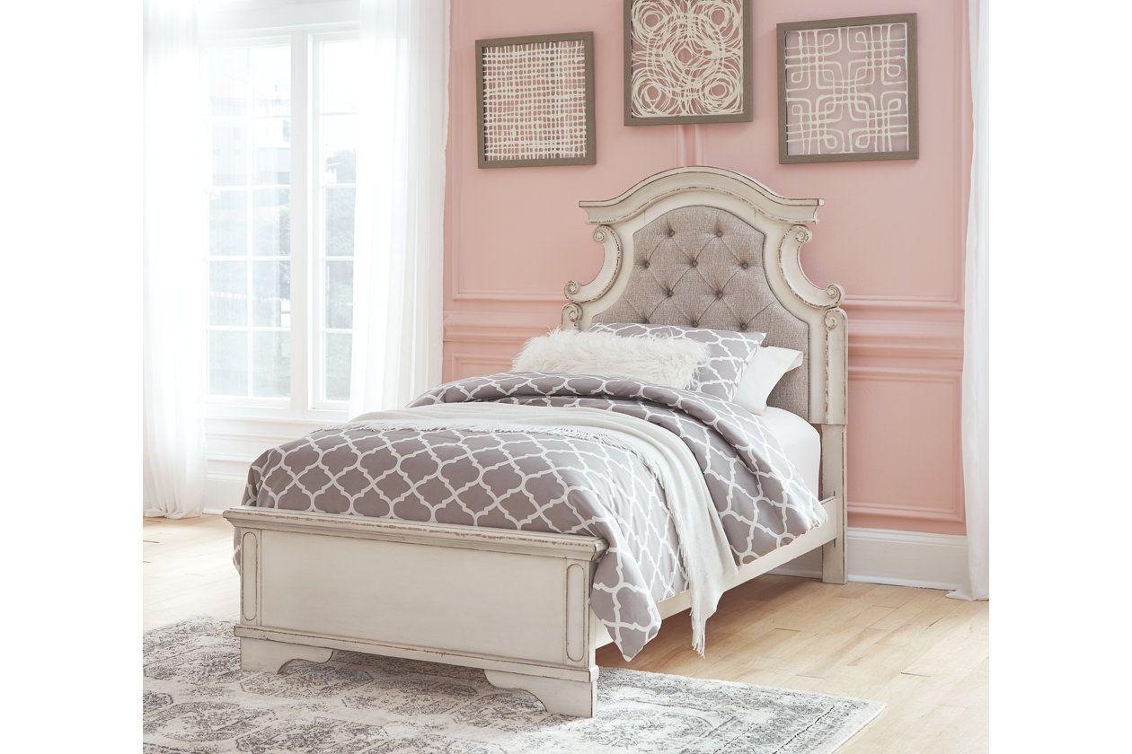 Best Realyn Queen Upholstered Panel Bed Upholstered Panel Bed Panel Bed Queen Upholstered Bed 400 x 300