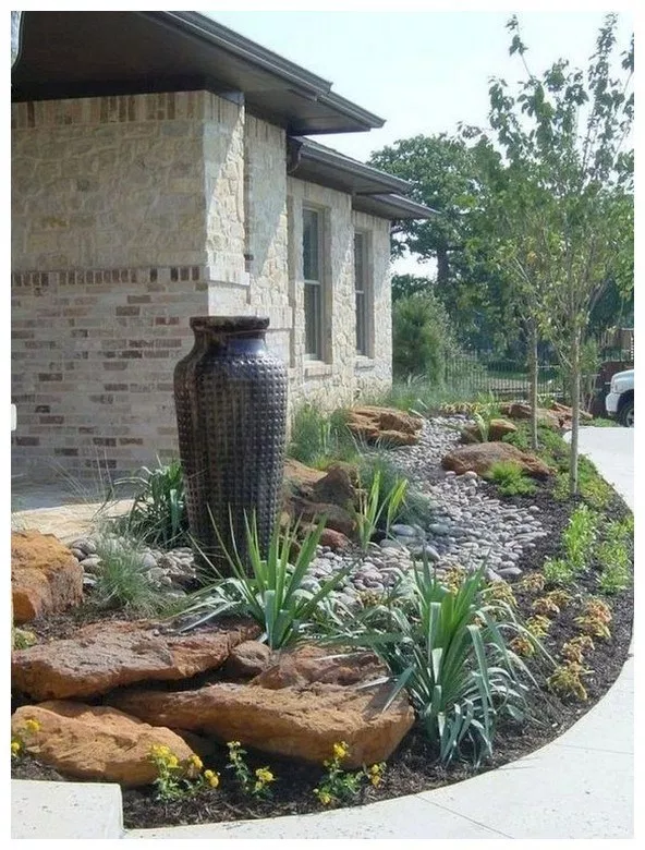 easy and beautiful front yard