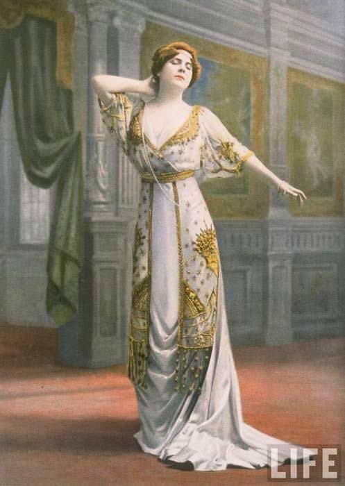 A-model-in-a-dramatic-Paquin-evening-gown-dating-to-1910.jpg (497 ...