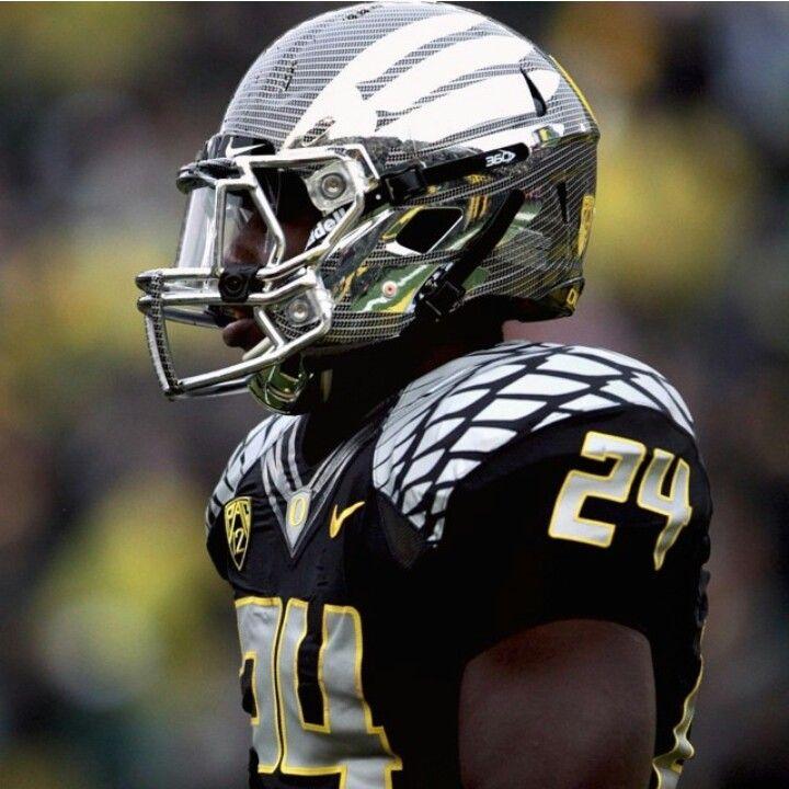 Oregon Black Uniforms With Grey Helmets Oregon Football Football Uniforms Football