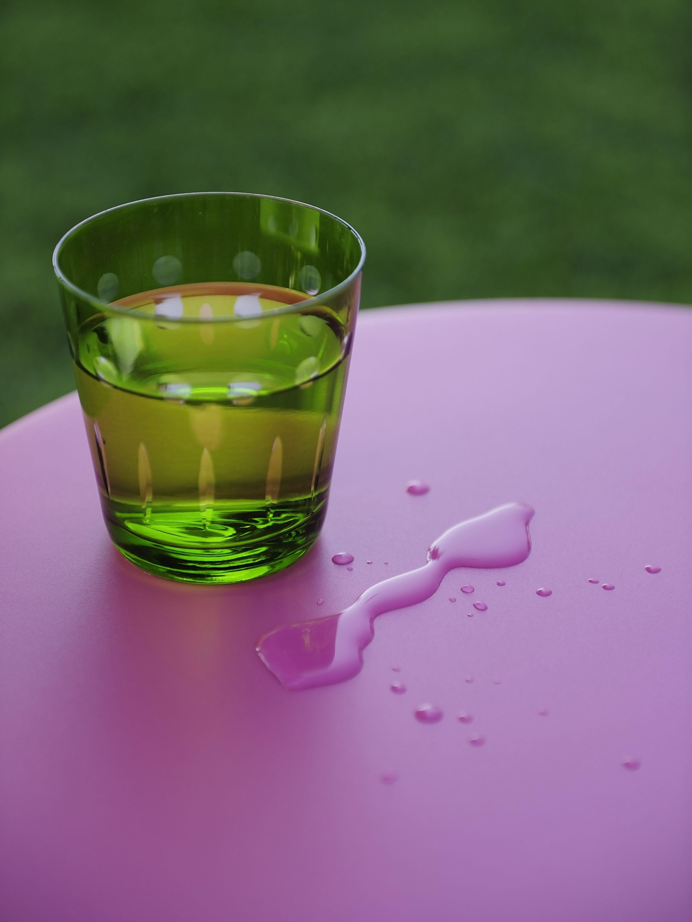 Elégante et raffinée, Aubergine est une couleur profonde et intense - #Fermob / #purple
