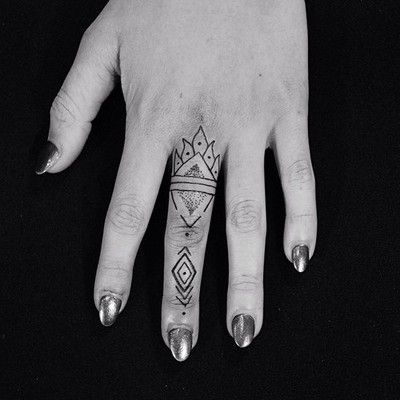 geometric finger tattoos
