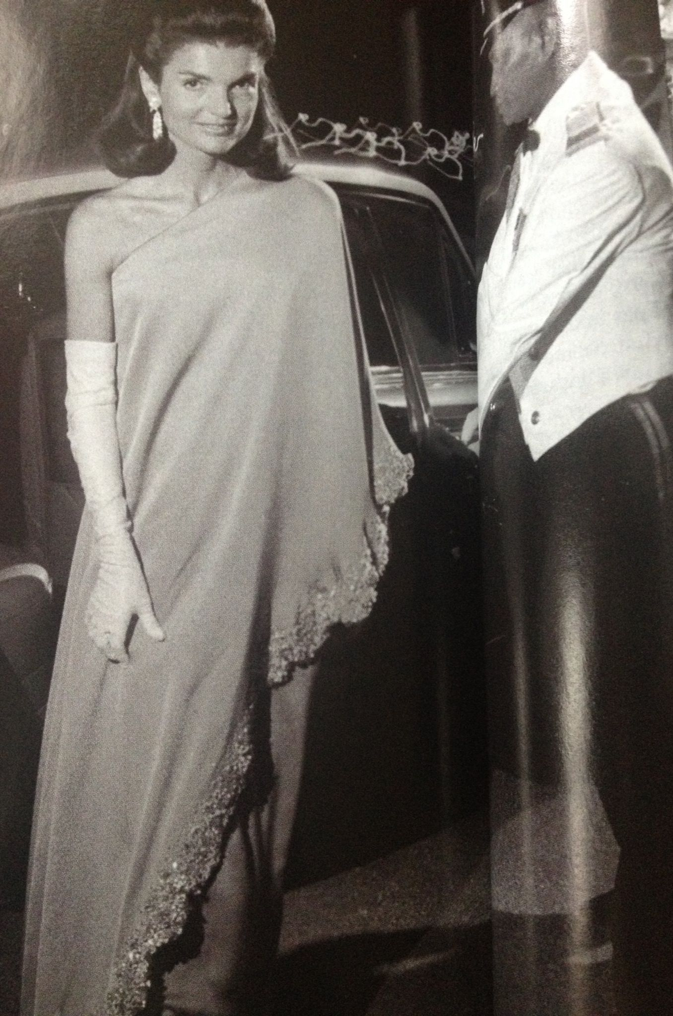 Pin By Mark D Sikes On Chic People Jackie Jackie Kennedy Jacqueline Kennedy Style Jackie O Style