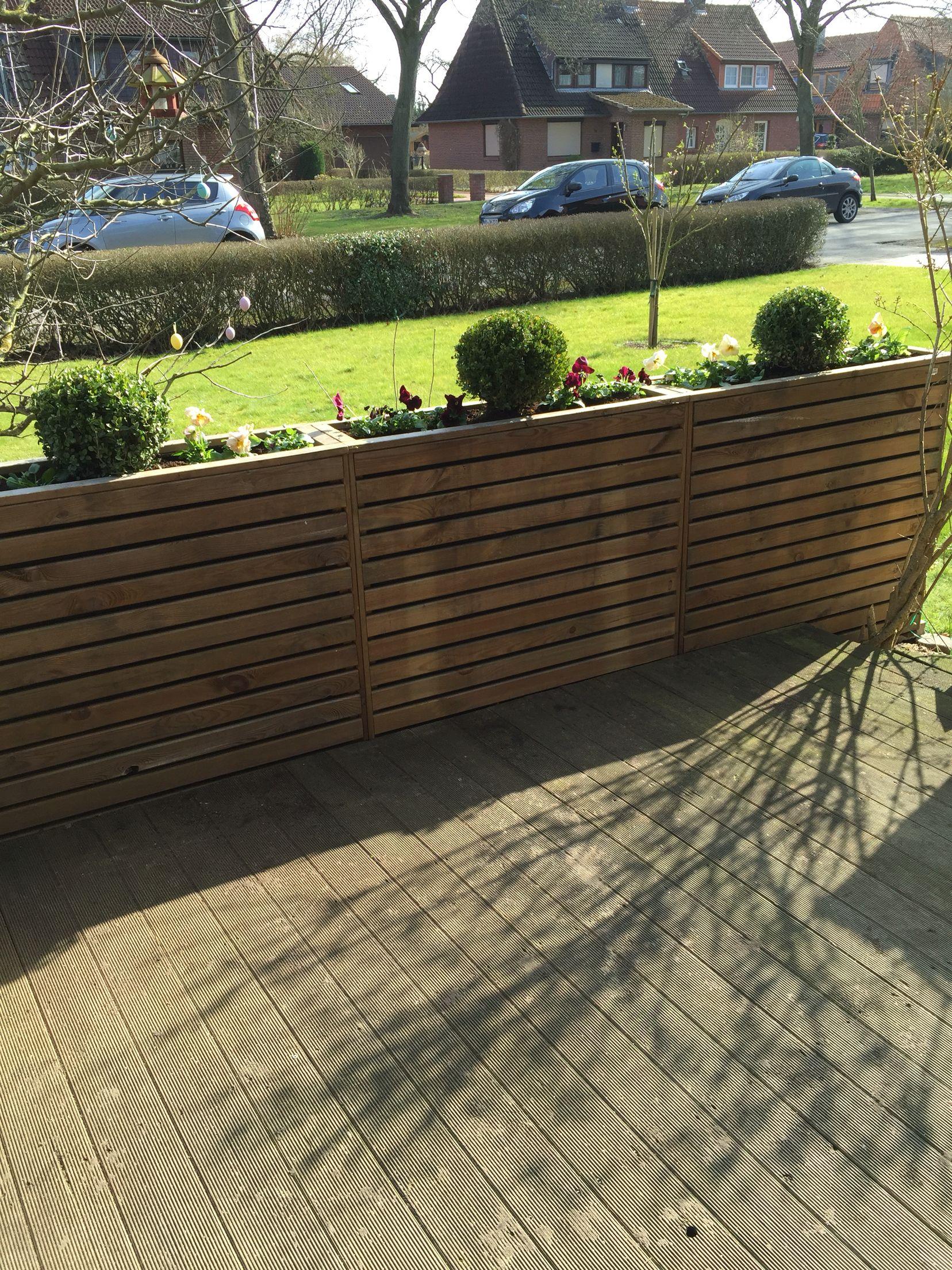 Pflanzkübel als Sichtschutz, Terrasse Vordergarten