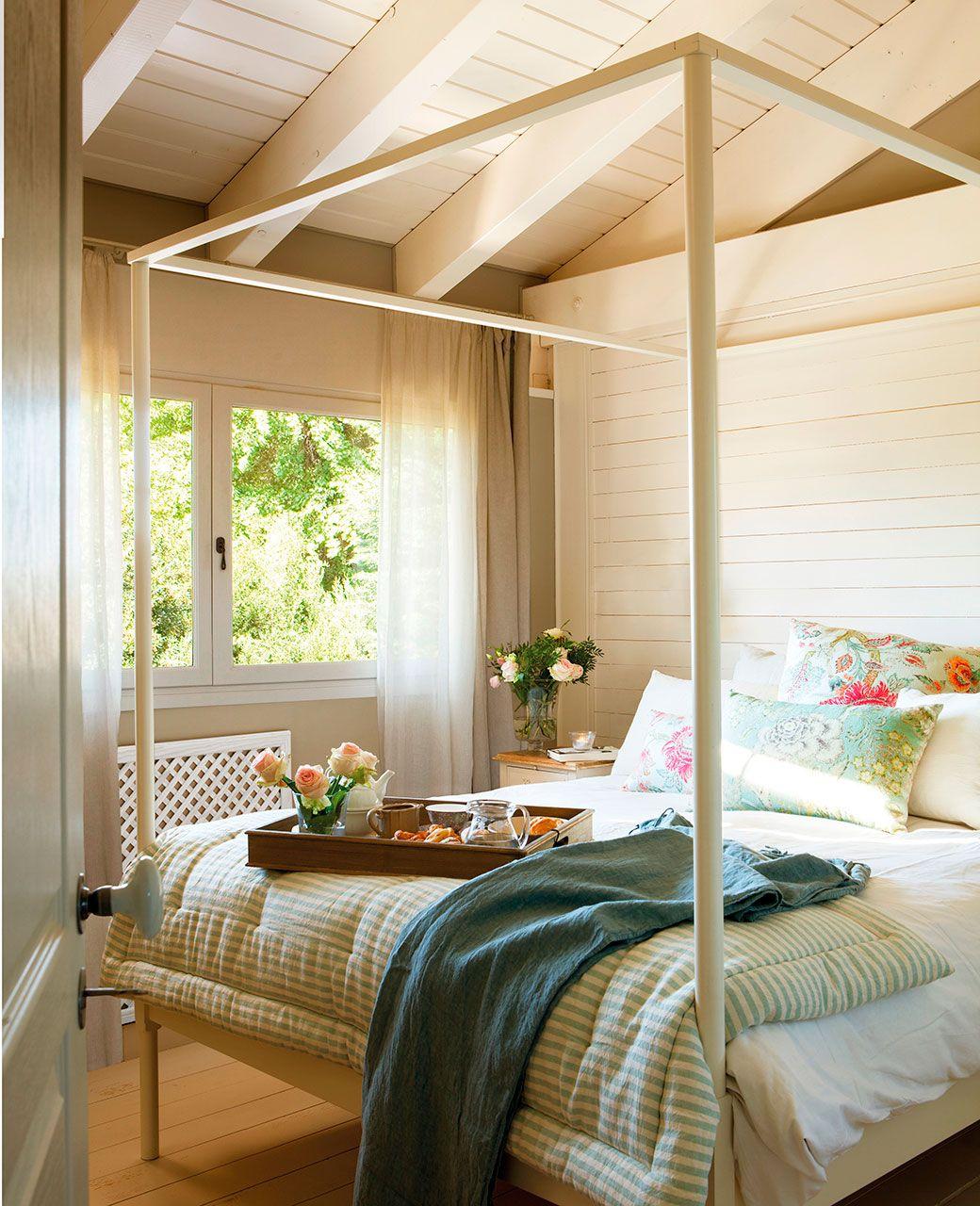 Dormitorio Con Cama De Estructura De Hierro En Blanco Y Cabecero Y  ~ Cabeceros De Cama Lacados En Blanco