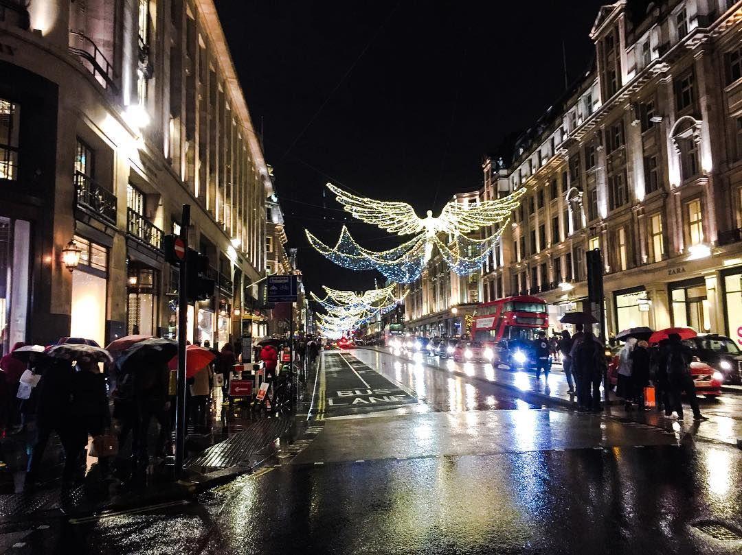 On Our Last Day In London It Rained 1 1 17 Regentstreet London Travel Uk England Newyear Street London Street View