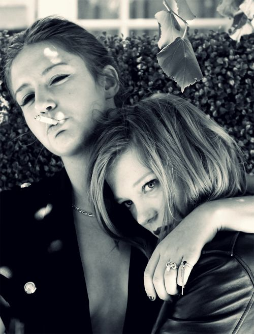 Lea Seydoux And Adele Exarchopolous Adele Exarchopoulos Blue Is
