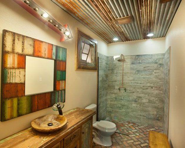 Habitualmente, los cuartos de baño lucen techos blancos ...
