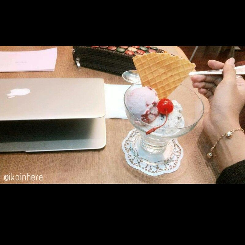 Häagen Dazs #icecream #macbook #clutch #brackelet #paper #spoon #HäagenDazs #senayancity #jakarta