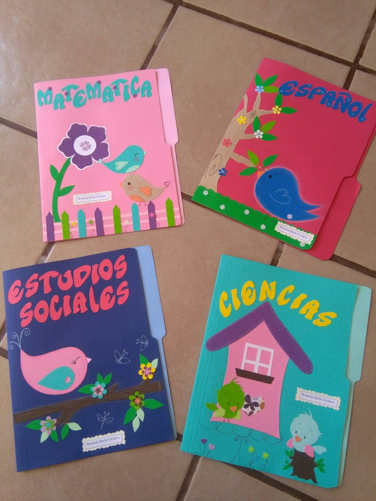 Como Decorar Una Carpeta Para Niños Folder Decorados Manualidades School Themes Ideas Y Crafts
