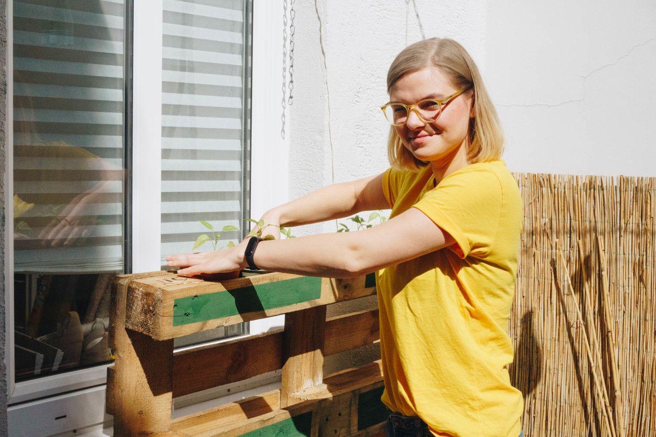 Terrasse & Balkon: DIY Paletten-Kräuterregal #kräutergartenpalette