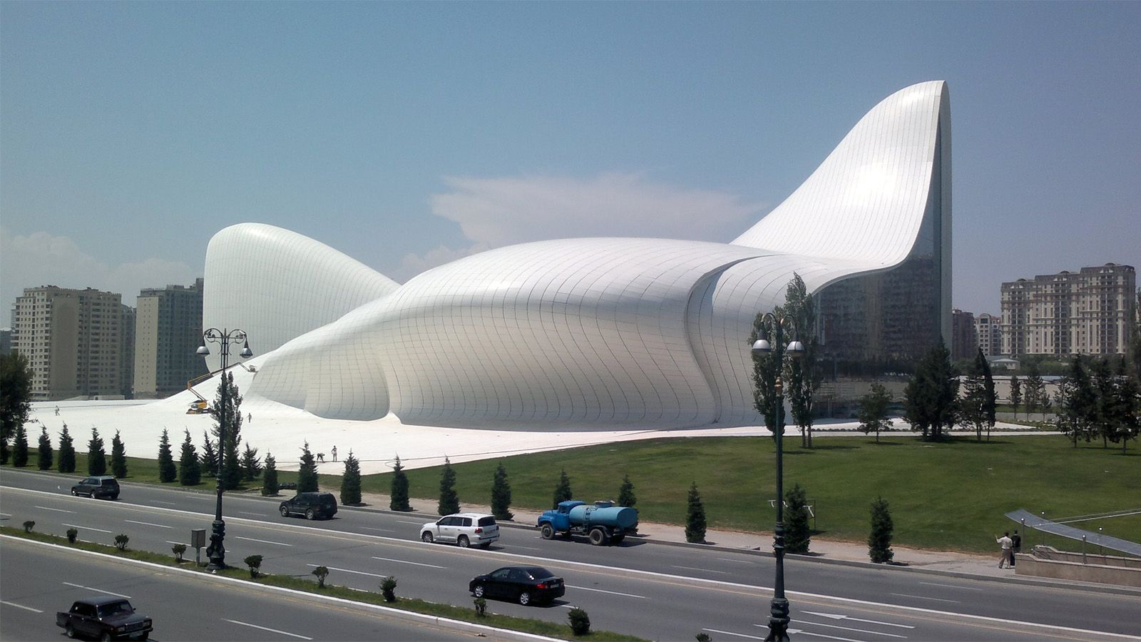 21st Century Buildings That Look Like Alien Spaceships Zaha Hadid Architecture Modern Architecture