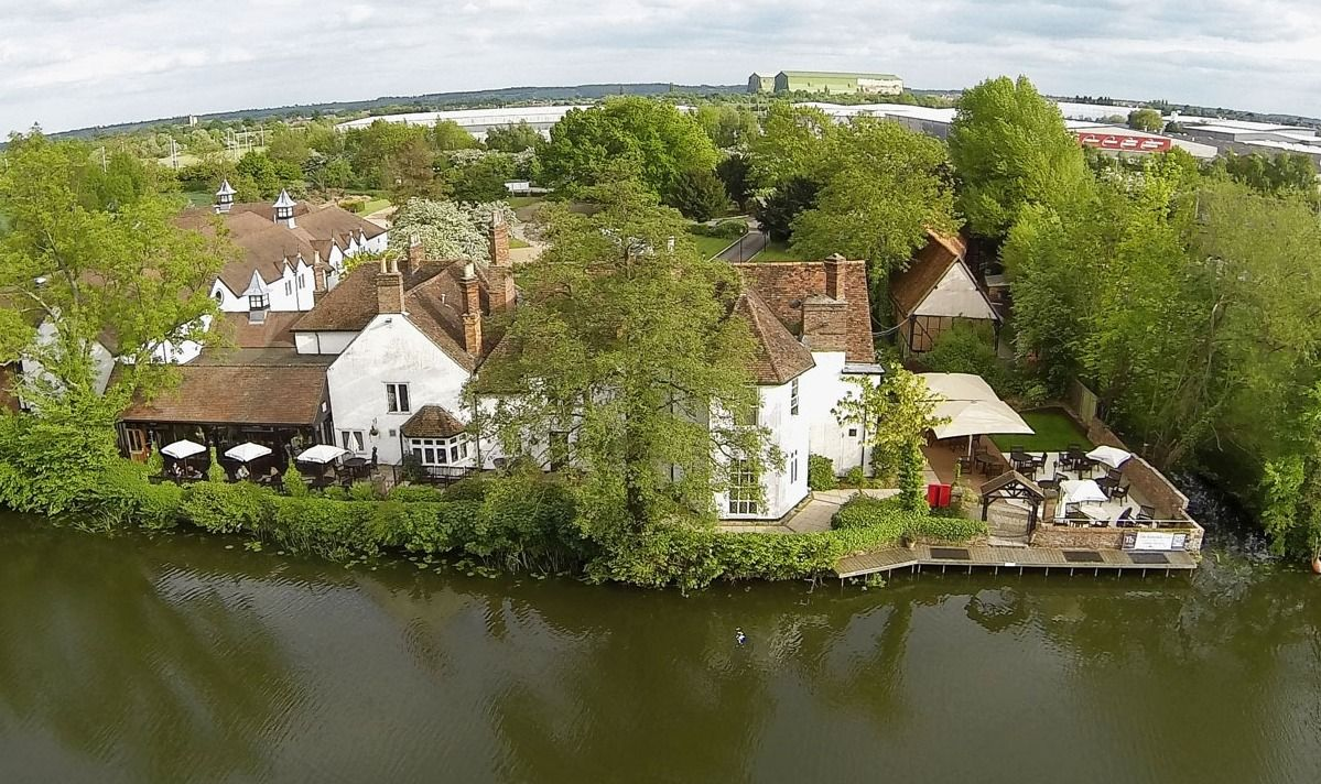Set In 3 And Half Acres Of Grounds The Barns Hotel Bedford Bedfordshire Is Barn Wedding VenueBarn