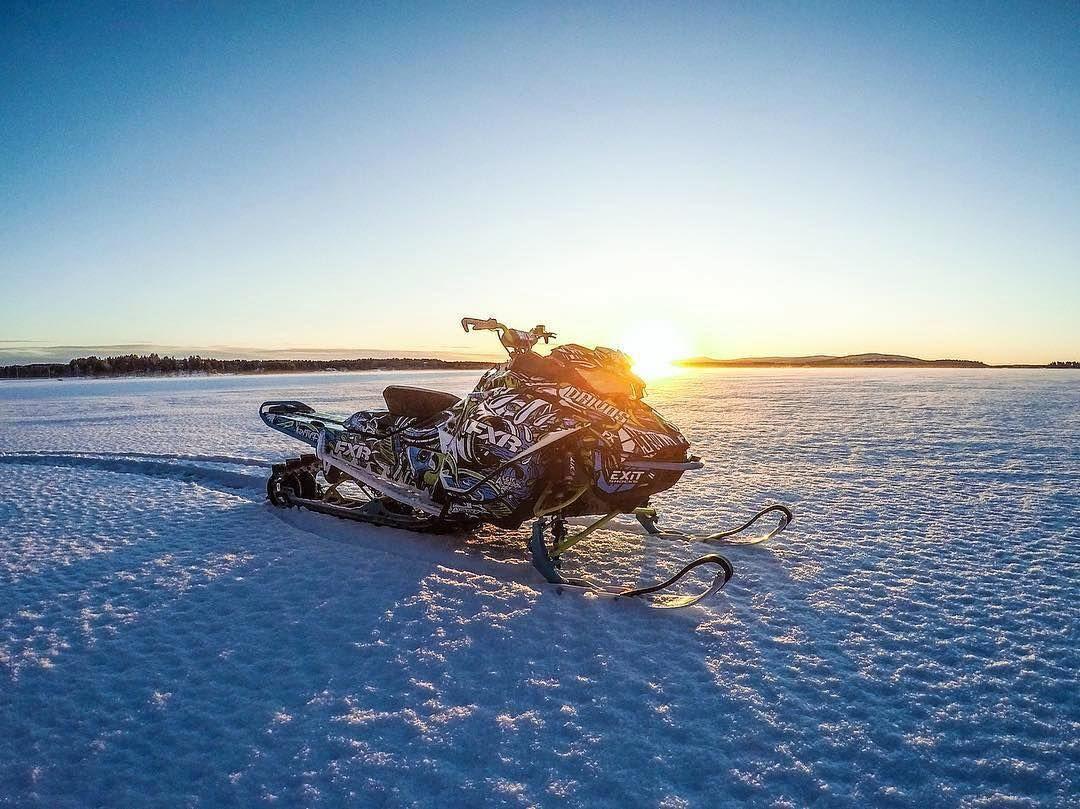Team Drivos -kuljettaja Olli Kortelaisen peto köllöttelee varsin huikeissa maisemissa  @kortelaine
