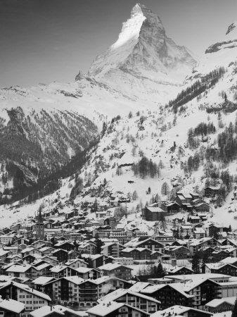 Morning Town View With Matterhorn Zermatt Valais Wallis Switzerland Photographie Par Walter Bibikow Sur Allposters Fr Cervin Zermatt Photographie