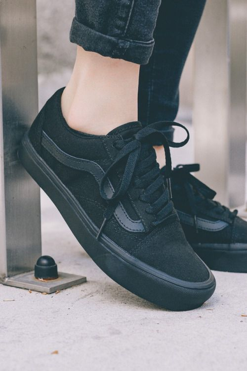 all black and vans old skool. | Black vans outfit, Fashion