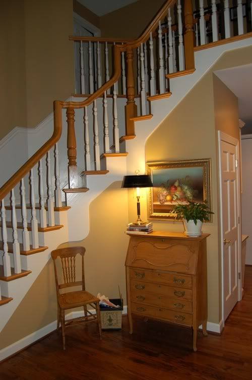 How Big Should Foyer Be : Small foyers foyer stairs floor stain should they be