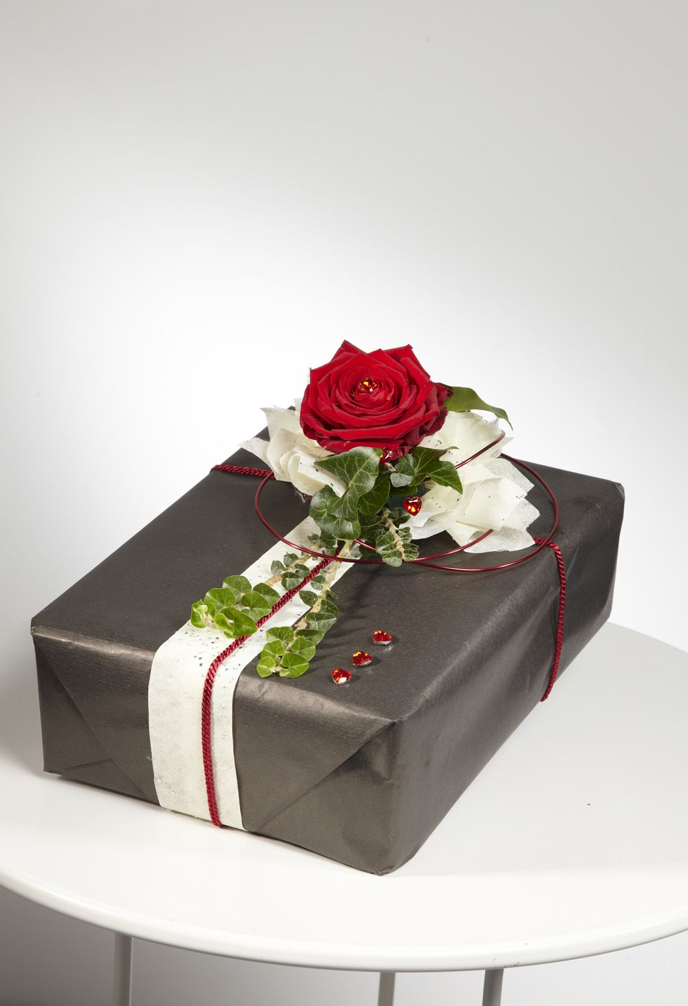 Romantic Valentine's Flowers and Gift Wrapping