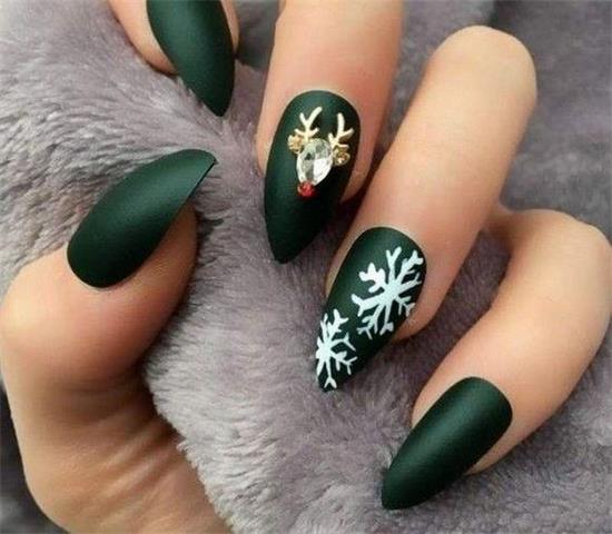 If you are looking for some Christmas green nail art ideas