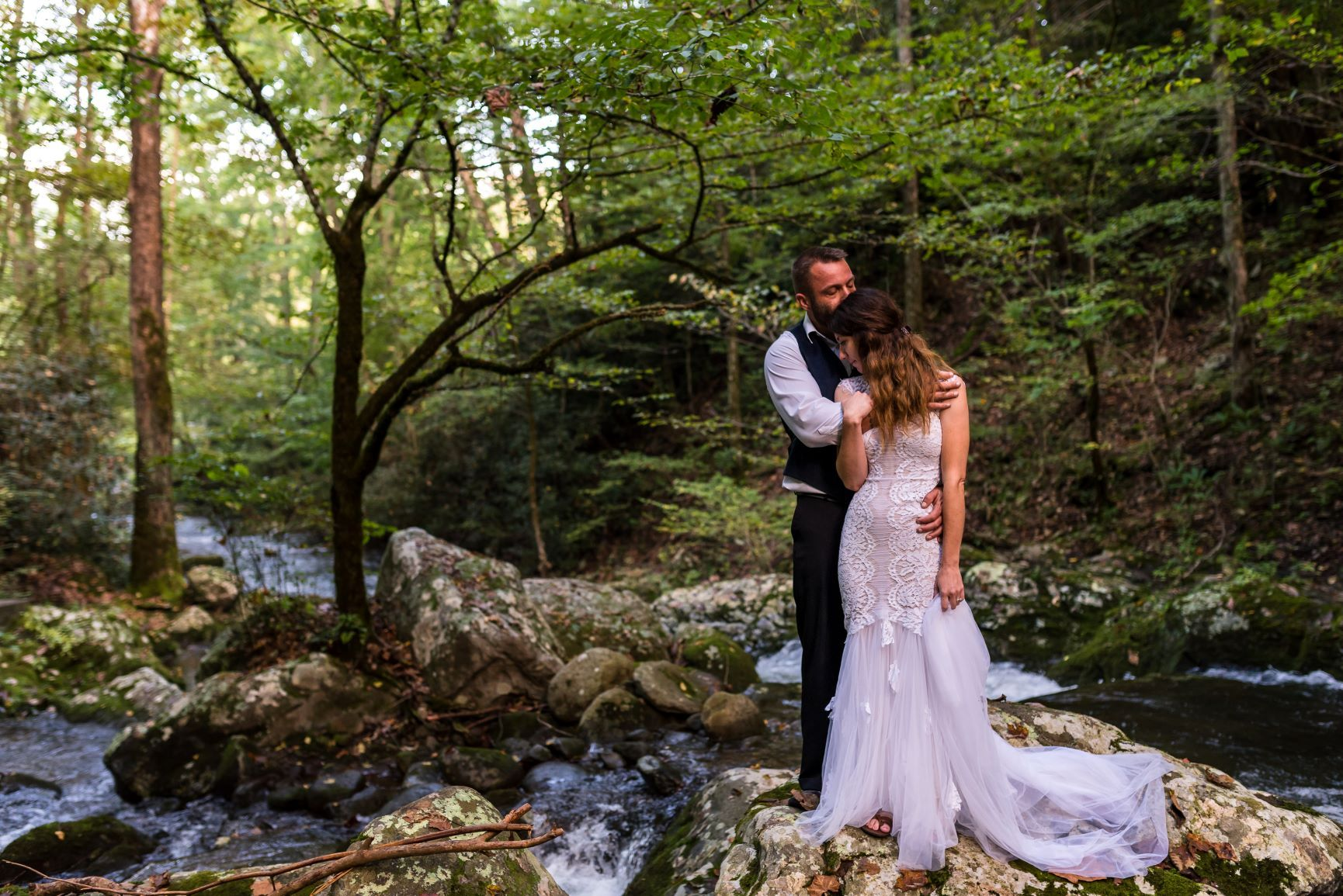 Eloping To Gatlinberg The Ultimate 2021 Guide To Gatlinberg Elopement Packages Gatlinburg Elopement Gatlinburg Weddings Elope