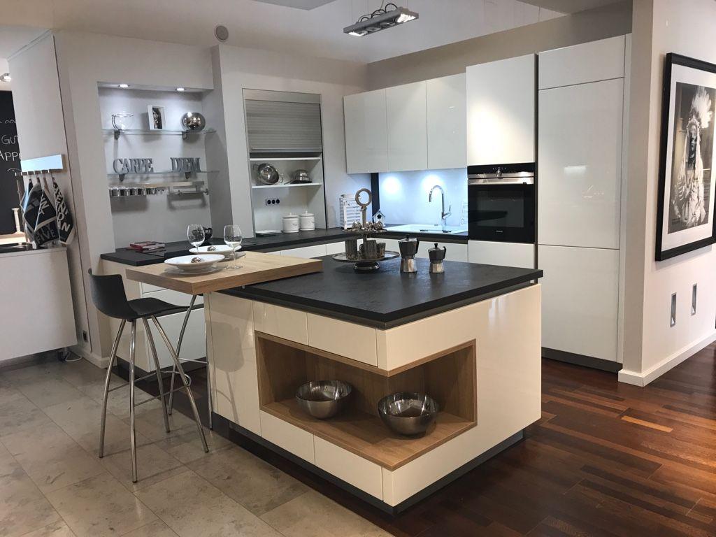 Küche mit Arbeitsinsel und Thekenbereich zum Sitzen. Küche und ...