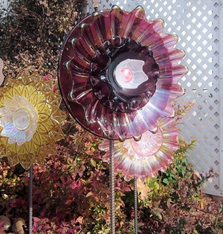 Gartendekorationen aus Glas-Geschirr basteln Blumen aus Glas - gartendekoration selber basteln