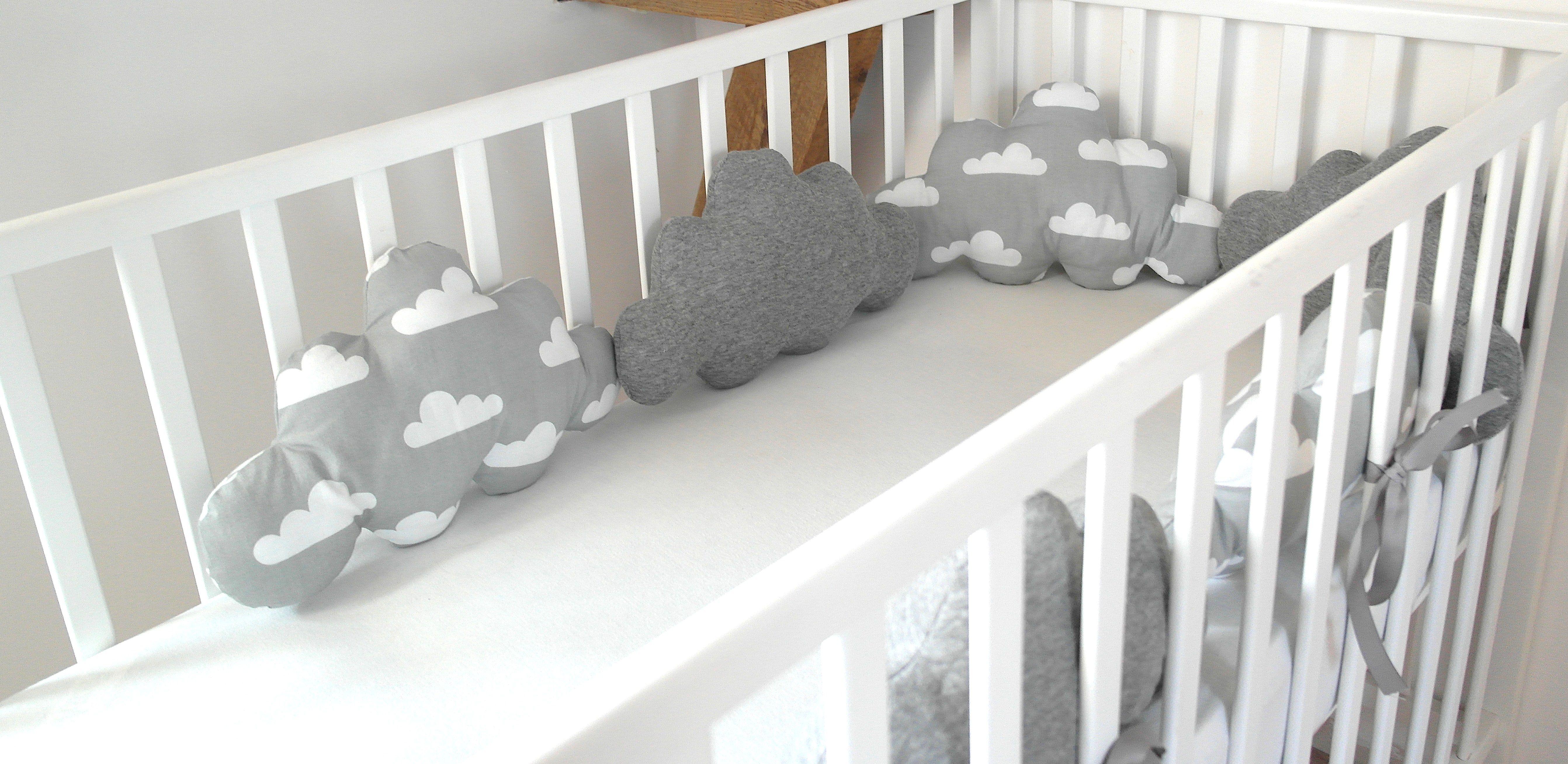 tour de lit nuages 3 pommes dans un panier pinterest tour de lit nuage et panier. Black Bedroom Furniture Sets. Home Design Ideas