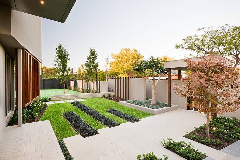Minimalist Garden Integrating The Best Outdoor Activities On Garrell Street Australia Front Garden Design Front Yard Garden Design Minimalist Garden