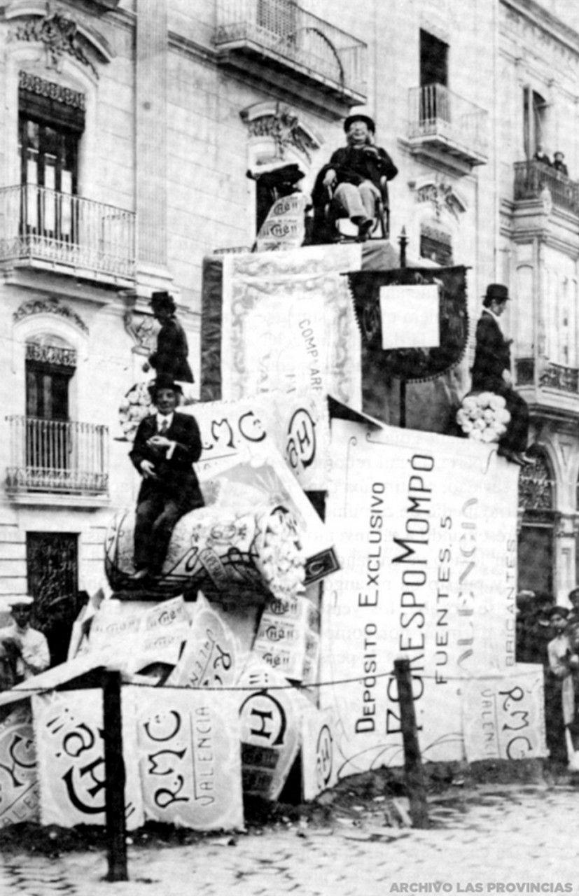 1915.03. Se plantaron 40 Monumentos. En la foto, la Falla de la Plaza Mariano Benlliure. FOTO LAS PROVINCIAS.