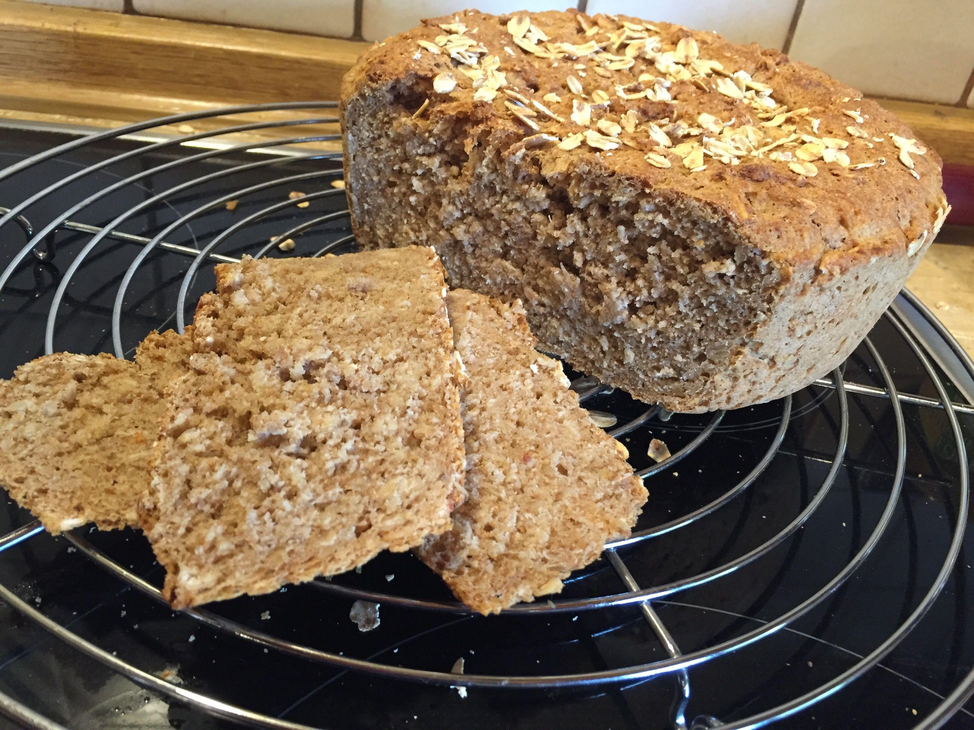 Schon wieder ein Brot aus dem Topf, aber es macht einfach so unglaublich viel Spaß zu experimentieren und die Freude beim Deckel öffnen ist einfach immer unglaublich groß. Dieses Brot ist ein Vollk…